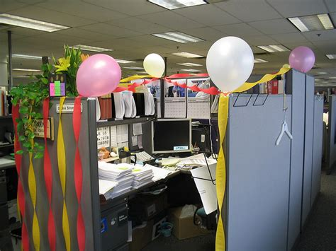 Cubicle Decoration Ideas For New Year by 315 When Someone Decorates Your Locker Or Cubicle For