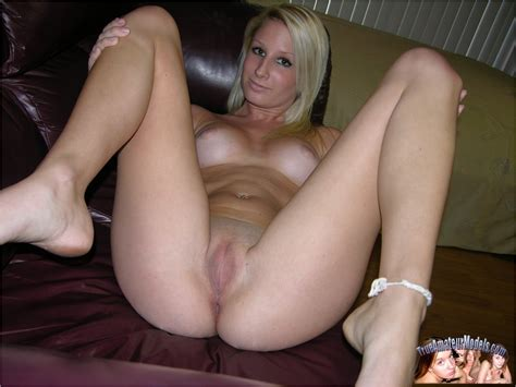 Amateur Blonde Babe Jenni Nude