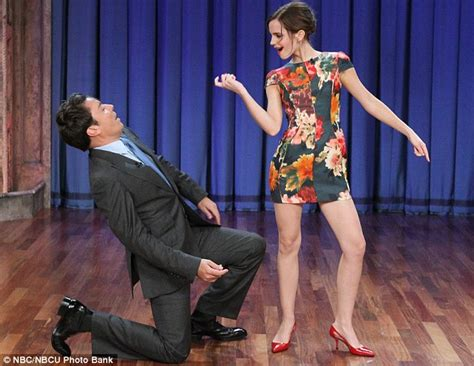 Emma Watson Shows Jimmy Fallon Her Moves Daily Mail Online