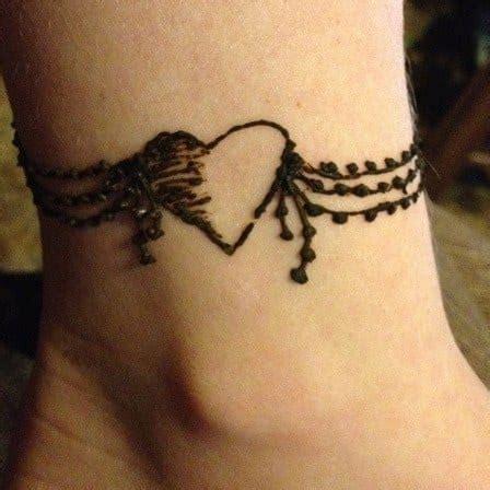 heart shaped mehndi designs  simple henna heart designs