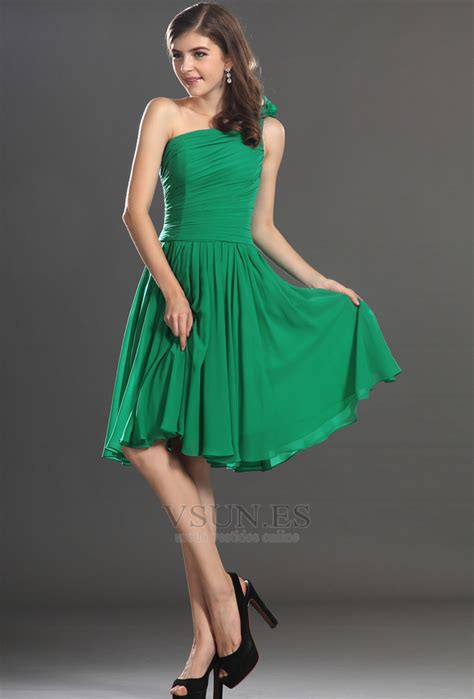 vestido de graduacion verde bosque corte  sencillo