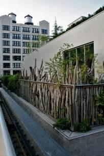 sichtschutz balkon pflanzen sichtschutz aus holz im garten gartengestaltung ideen modern gartenbepflanzung ideen