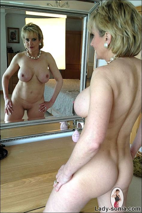 Old But Tight Mommy Gets All Nude Mature Xxx Pics