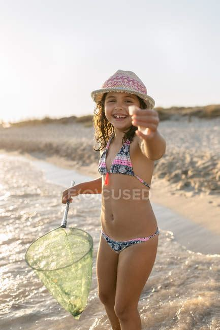 girl playing  fishing net   beach son bou