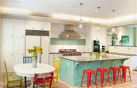 creer un bar dans une cuisine un tabouret de bar coloré pour la cuisine moderne