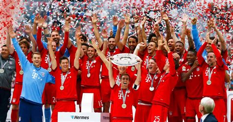 Bayern Munich lift Bundesliga trophy and celebrate by ...