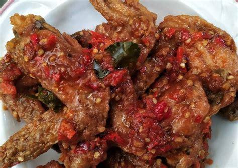 Ikuti resep dari sbs.com berikut untuk membuat ayam pedas manis korea yang gurih dan menggugah selera. Resep Sayap Ayam Pedas Manis Asem Maknyoss oleh Niken Adrian - Cookpad