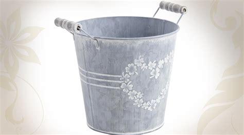 cache pot en forme de seau en zinc blanchi