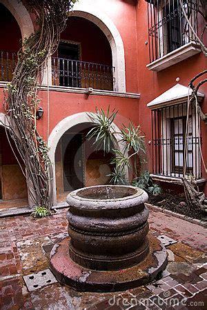 cortile spagnolo pozzo spagnolo morelia messico cortile di stile