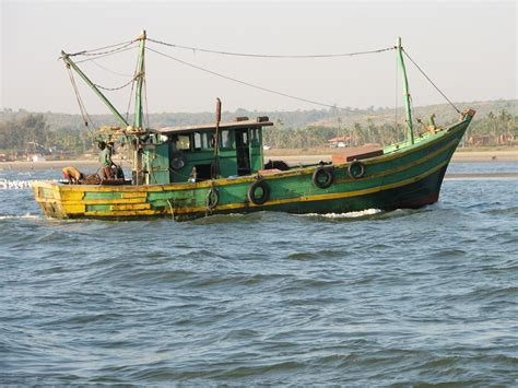 Local Small Fishing Boats For Sale by Description Fishing Boat Goa India Jpg Barcos Y Botes