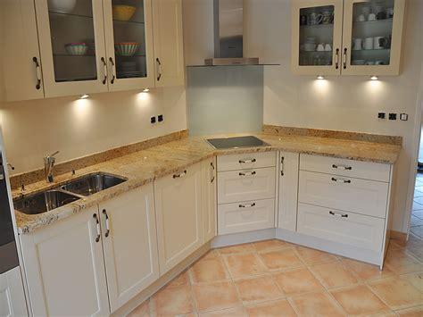 plan de cuisine granit intérieur granit plan de travail en granit madurai gold