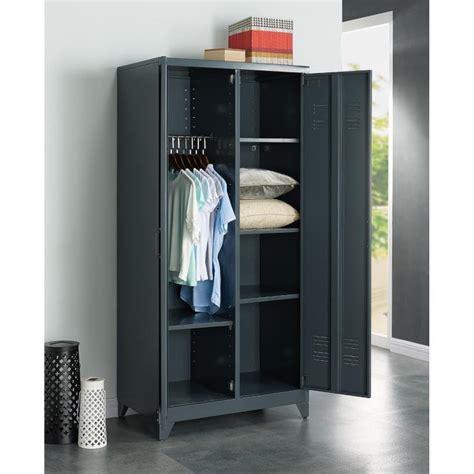 cuisine grise et armoire de chambre metallique