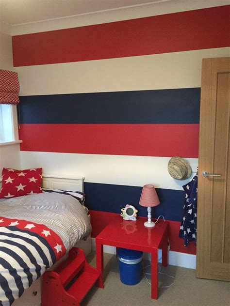 striped feature wall red  blue boys bedroom boys
