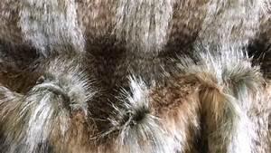Tissu Imitation Fourrure : tissu fausse fourrure imitation loup brun ~ Teatrodelosmanantiales.com Idées de Décoration