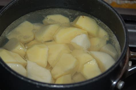 how do i boil potatoes top 28 how do you boil potatoes cooking mashed potatoes common mistakes to avoid how to