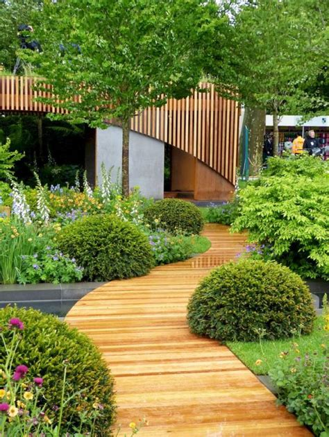 30+ Simple and Affordable Wooden Garden Path Inspirations