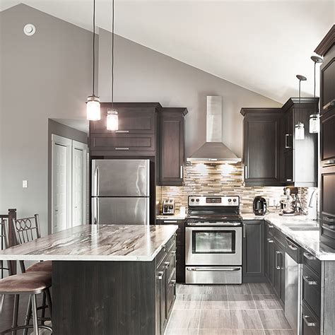 cuisine en m駘amine cuisines beauregard cuisine réalisation 357 armoires de cuisine style