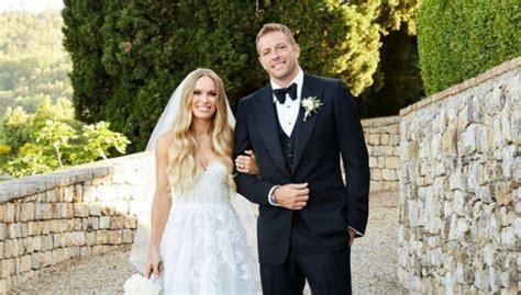 Kā Toskānā precējās daiļā tenisiste Karolīna Vozņacki - DELFI
