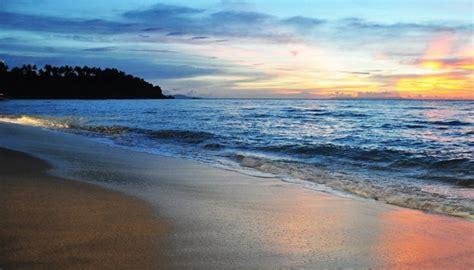 pantai kuta obyek wisata terkenal  bali