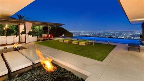 Locally owned and operated auction company dedicated open house today starting at 5pm. See inside Friends star Matthew Perry's house in Hollywood ...