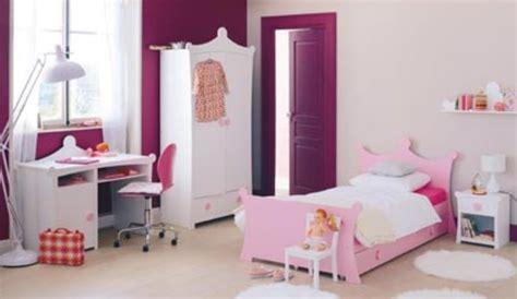 un lit de princesse pour la chambre de fille