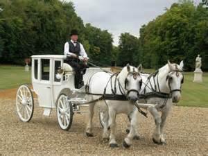 mariage en caleche attelages du gros orme location caleche mariage idf location voiture limousine prestige