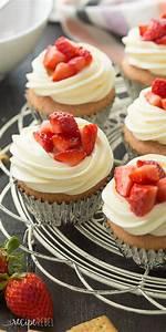 Strawberry Cheesecake Cupcakes Recipe + VIDEO