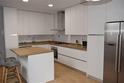 foto cocina blanco mate  dekton valterra de lineal