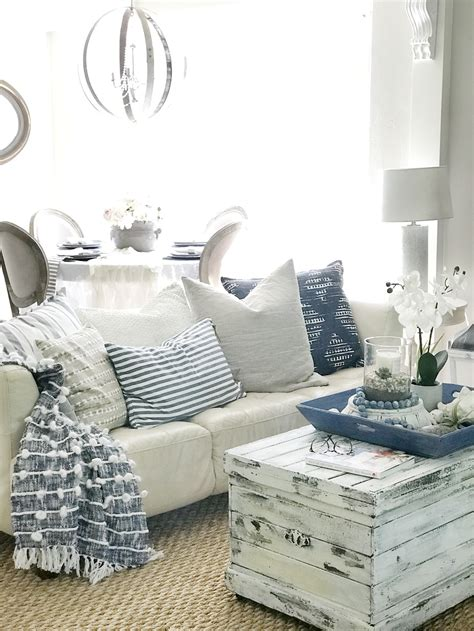 23+ Stunning Blue Farmhouse Living Room