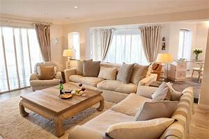 salon blanc et beige un coin douillet et paisible domine With tapis oriental avec canape connecte