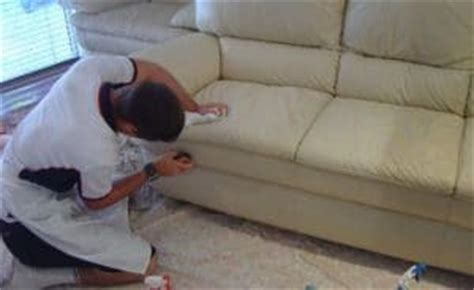 nettoyer canape cuir blanc nettoyer un canapé en cuir et même le blanc