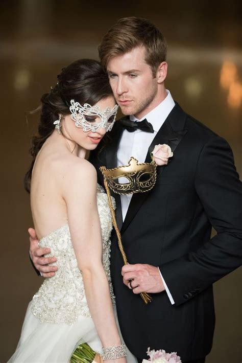 picture   glam masquerade couple  white  gold masks