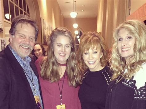 reba mcentire linda davis watch reba mcentire linda davis belt out quot does he love you quot
