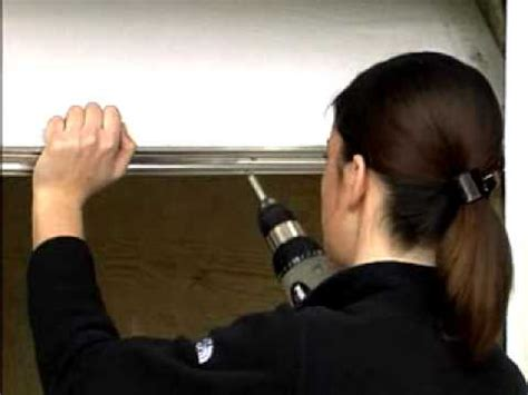 installation de bas de porte de garage en aluminium et
