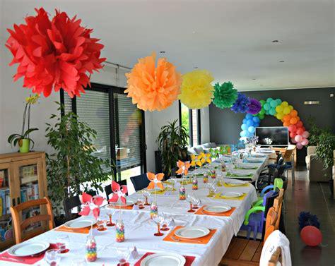 decoration arc en ciel creation pompom deco table