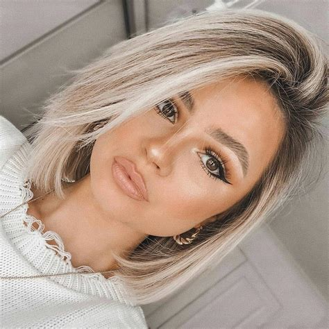 Not every short hairstyle is good for a round face, but some of those below seem so cute that you simply can't deny yourself a pleasure to try a sassy short haircut for a change. 25 Slimming Hairstyles For Round Faces (2020 Ultimate Hair Guide)   Hair styles, Short hair ...