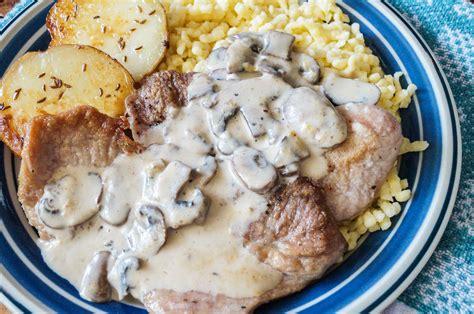 Champignonrahmschnitzel (schnitzel With Mushroom Cream