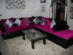 deco salon fushia et noir With tapis champ de fleurs avec canape rose fushia