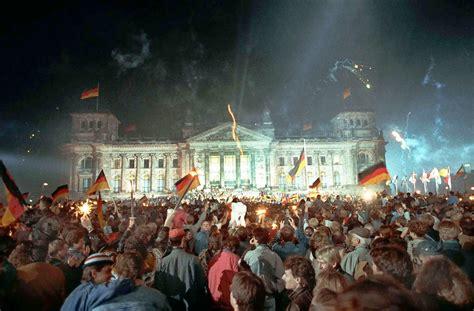 Tag der deutschen einheit) is een nationale feestdag in duitsland die gevierd wordt op 3 oktober, de verjaardag van de duitse hereniging in 1990. Erinnerungen an den Tag der deutschen Einheit 1990