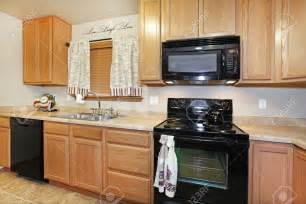 kitchen ideas with black appliances kitchen kitchen color ideas with oak cabinets and black appliances pergola southwestern
