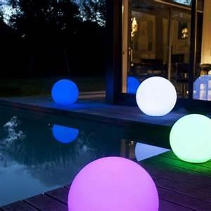 5 conseils de pro pour bien eclairer son jardin astuces With carrelage adhesif salle de bain avec eclairage basse tension led