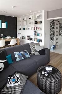Sofas Für Kleine Wohnzimmer : dekovorschl ge wohnzimmer essbereich schwarze akzentwand graues sofa blaue kissen pendelleuchten ~ Sanjose-hotels-ca.com Haus und Dekorationen