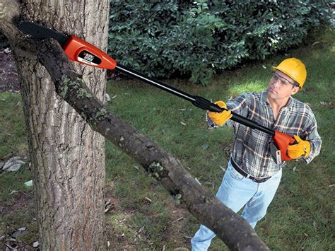 how to use a pole tree trimmer
