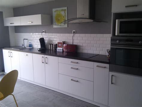 cuisine blanche et 1 deco cuisine gris et blanc