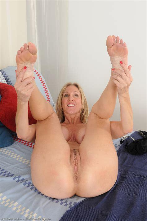 9w8u8udd  Porn Pic From Hot Mature Jenna S Feet Juicy
