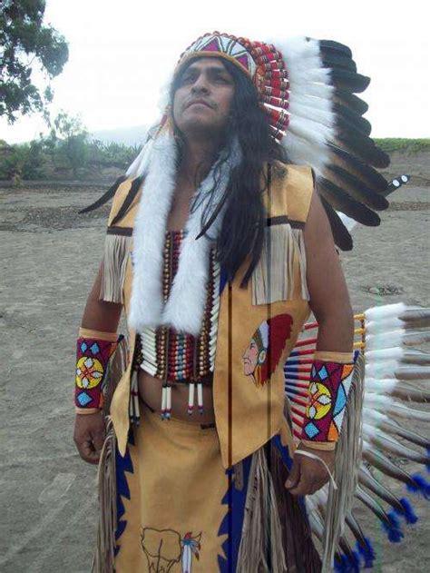 Penachos y trajes de indios y apaches en Lima Otros