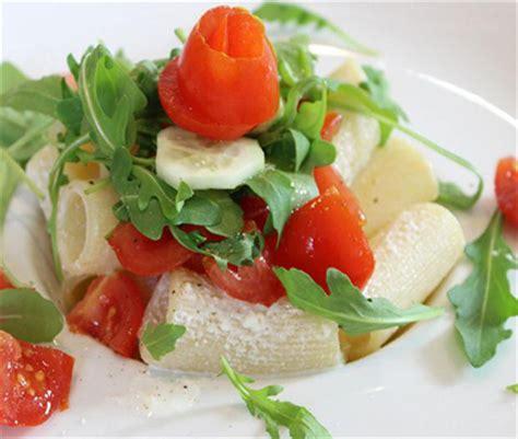 cuisine italienne pates rigatoni tomates cerises et crème de ricotta cuisine