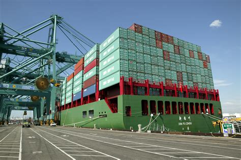 port  los angeles sees growing container traffic