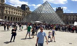 Louvre evacuated - Paris museum move tourists out amid ...