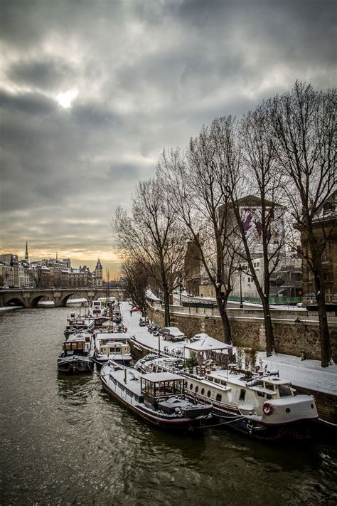 Bateau Mouche Winter by La Seine En Hiver Paris Sous La Neige Pinterest En